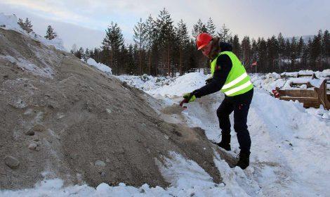 Ordfører Oddvar Garaas tok det førstespadetaket og markerte byggestarten på Stevningsmogen 1. mars 2018.