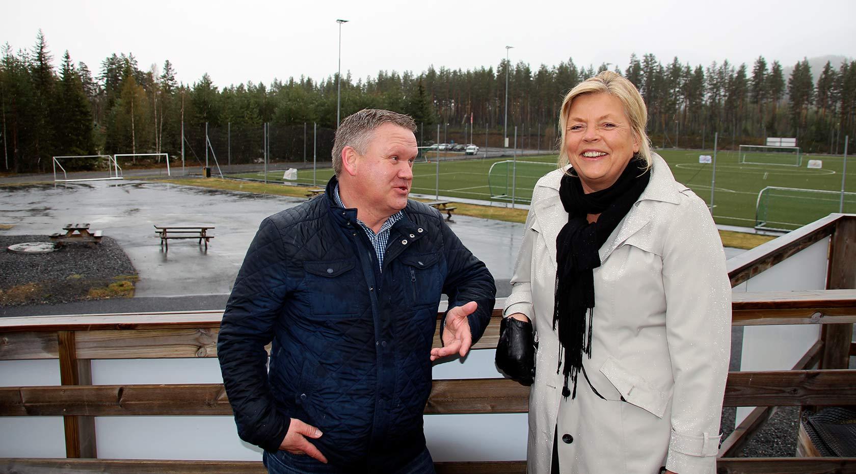 Rådmann i Flesberg Jon Gjæver Pedersen og prosjektleder Kristin Borander jobber for fullt med planleggingen av det nye skoleanlegget på Stevningsmogen.