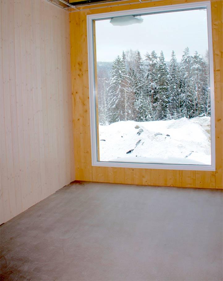 VINDU MOT VERDEN. Nye Flesberg skole ligger vegg i vegg med skog og natur. Den hybride ventilasjon foregår ved lufting via vinduene.